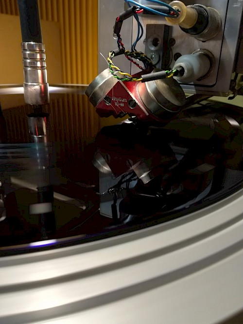 The making of vinyl pictures